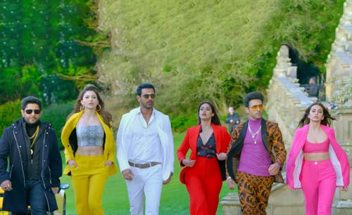 the three and girlfriends in Pagalpanti